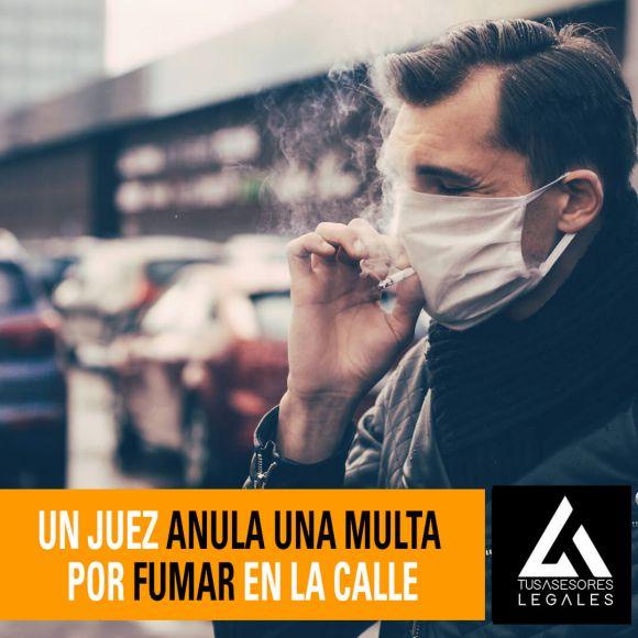 Un juez anula una multa por fumar en la calle